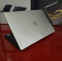 DELL XPS 13 9370(I7 8550U/8GB/SSD 256GB/ON/13.3 inch FHD)likenew